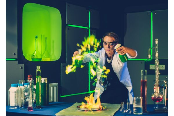 Medical school student doing chemistry experiment