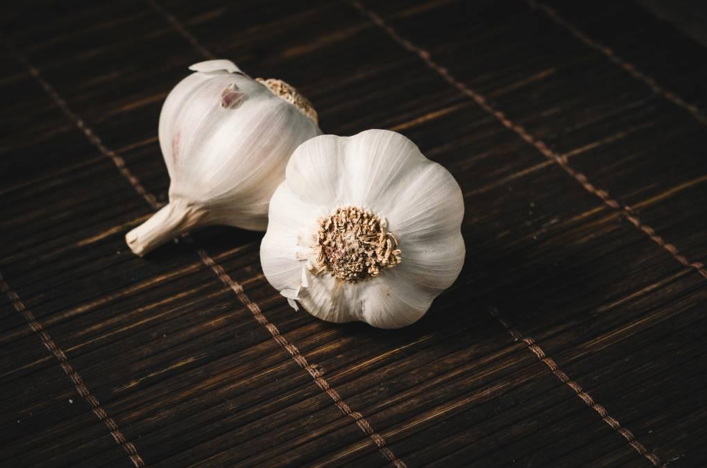 Nail biting causes Nail Fungus: 12 Natural Home Remedies to get rid of Nail Fungus 3 - Daily Medicos