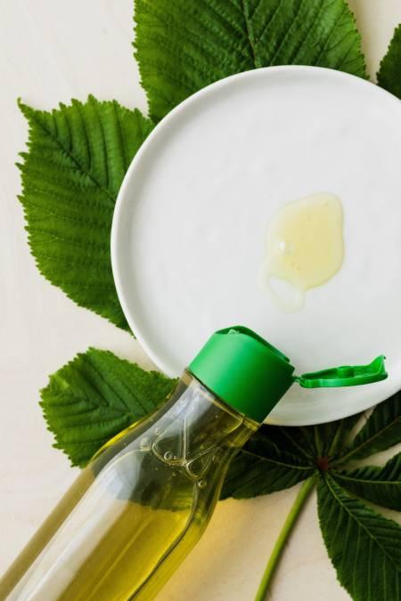 Nail biting causes Nail Fungus: 12 Natural Home Remedies to get rid of Nail Fungus 5 - Daily Medicos
