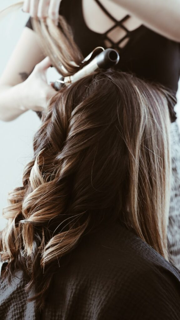 4 Easy Ways to Scrunch Hair 3 - Daily Medicos