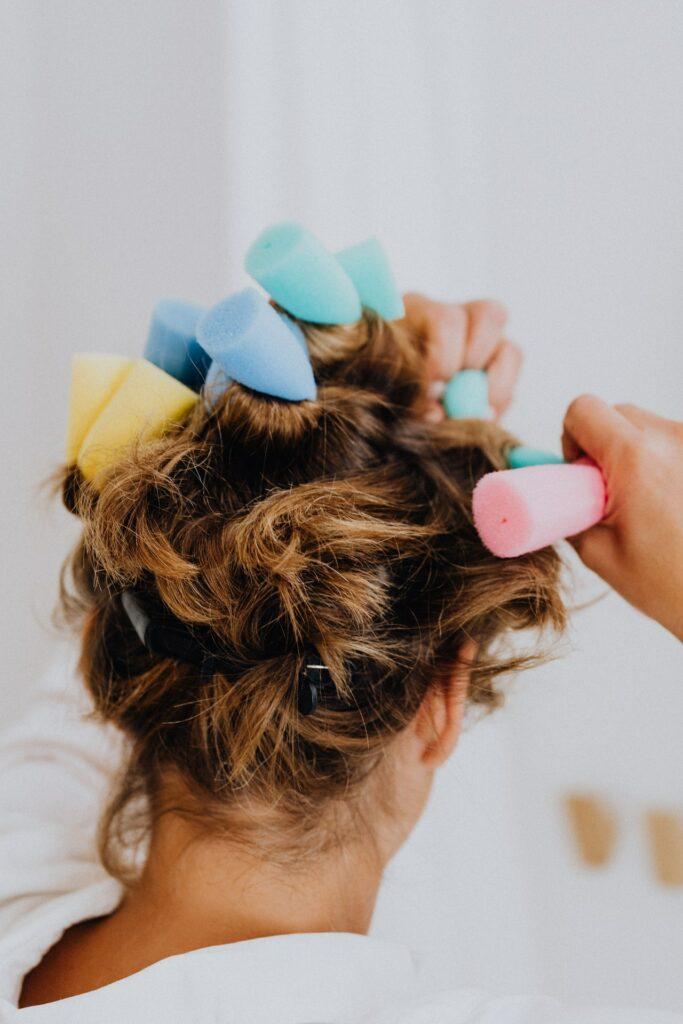 4 Easy Ways to Scrunch Hair 1 - Daily Medicos